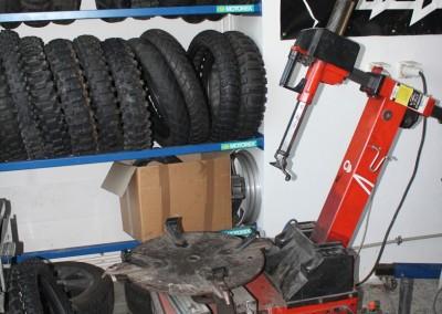 servis-motorek-bmw-pneu